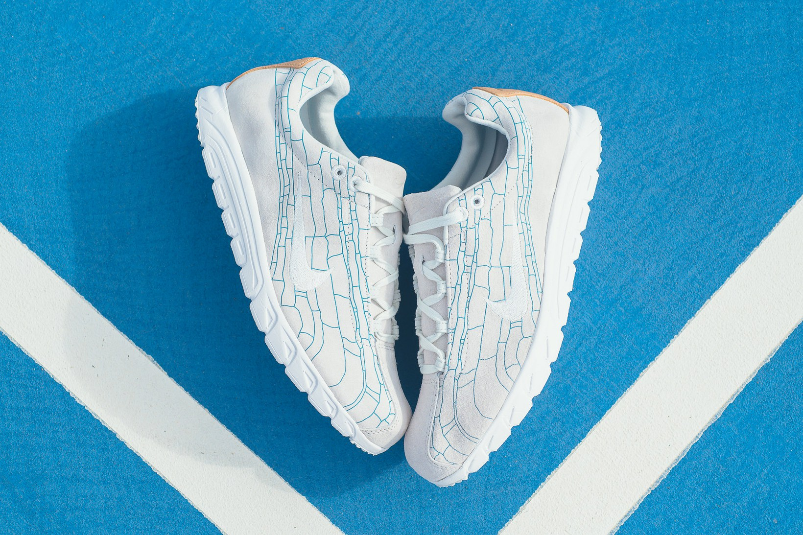 nike-mayfly-leather-premium-off-white-2