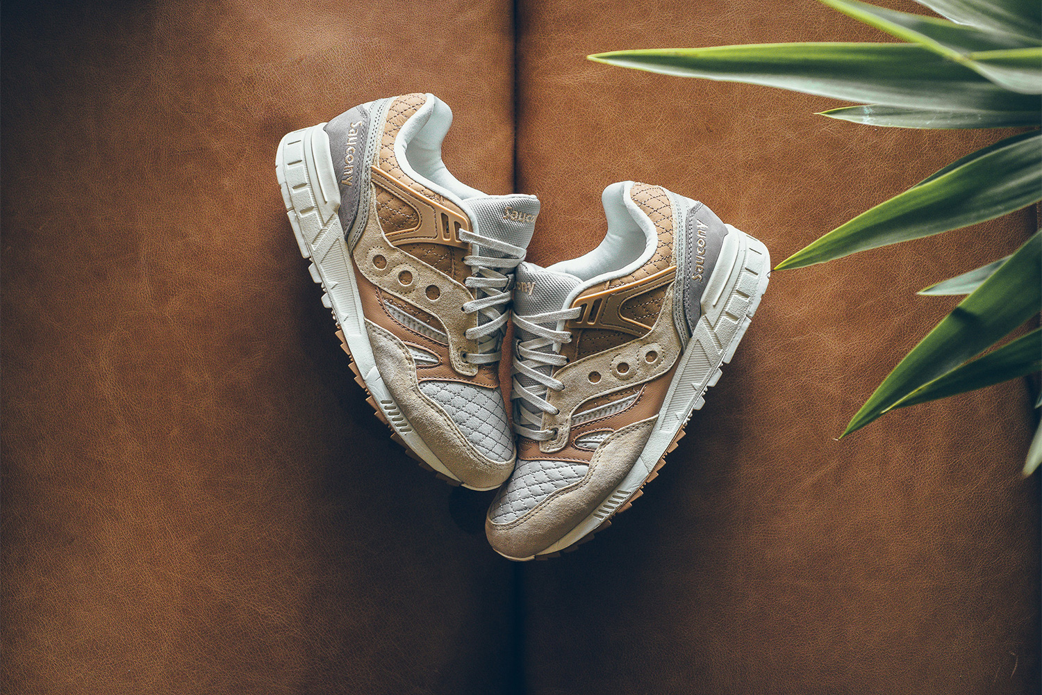 saucony-grid-sd-quilted-tan-grey-01