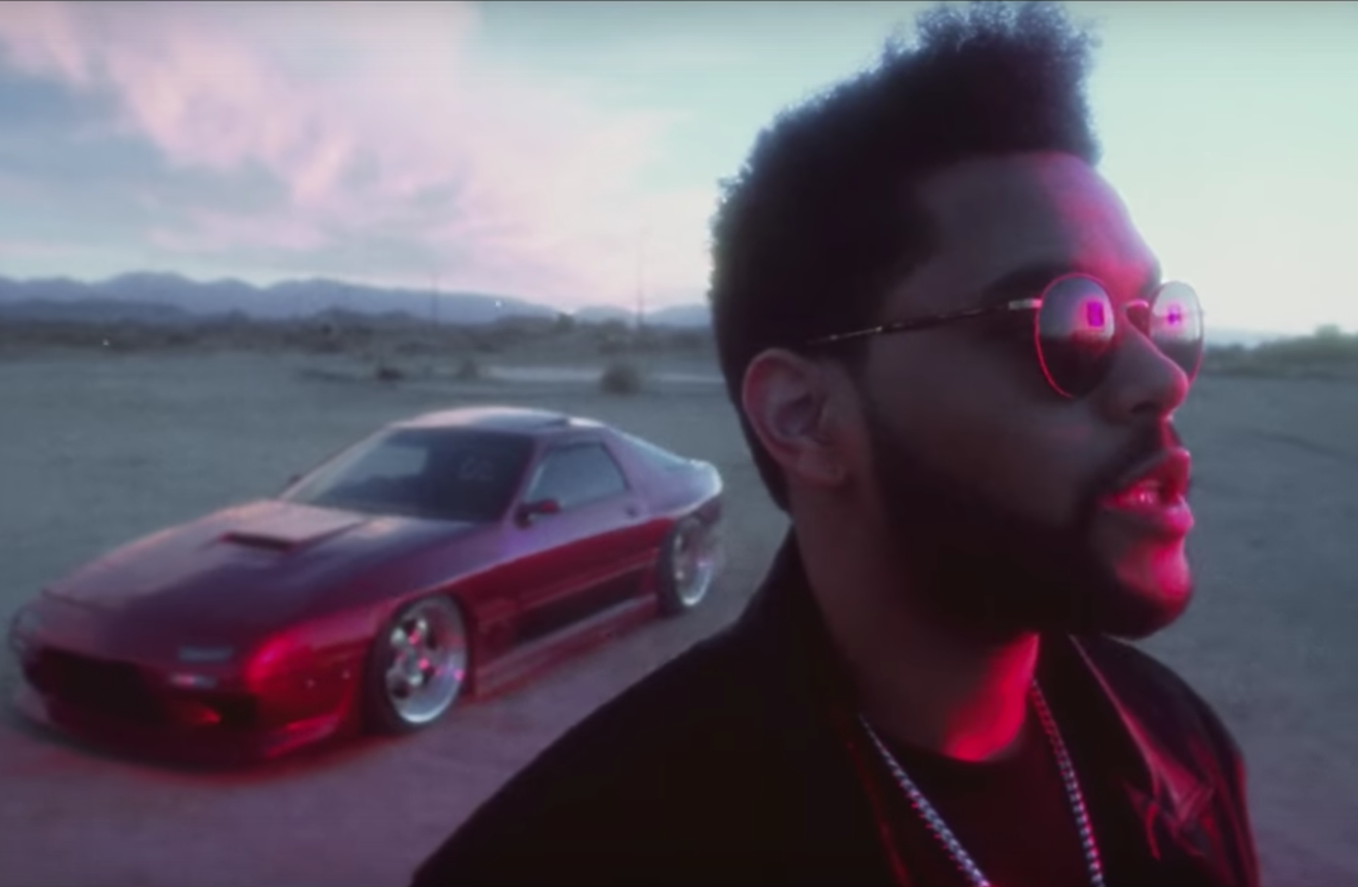 The Weeknd balance le clip totalement frénétique de « Party Monster »