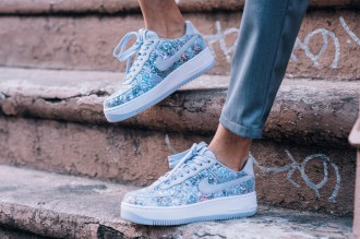 air-force-1-upstep-low-glass-slipper-01
