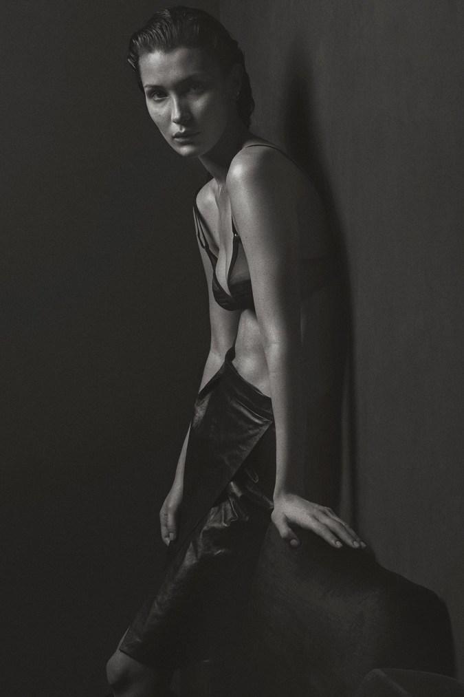 bella-hadid-nude-mario-sorrenti-v-magazine-2017-march-issue-6