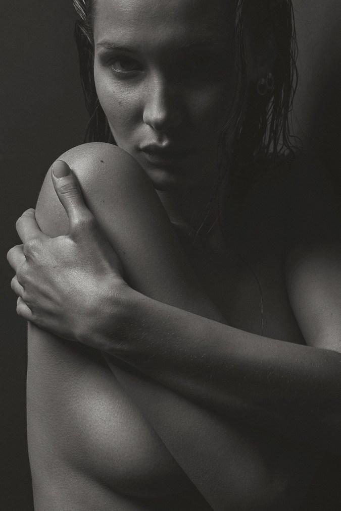 bella-hadid-nude-mario-sorrenti-v-magazine-2017-march-issue-9