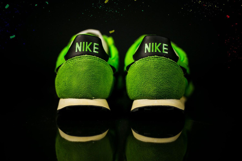 nike-waffle-racer-action-green-black-4