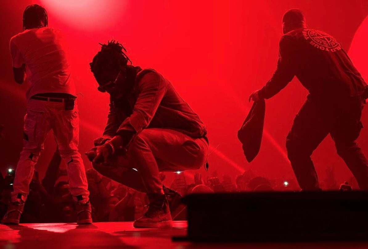Drake et Young Thug invitent Travis Scott sur la scène du « Boy Meets The World Tour » à Londres