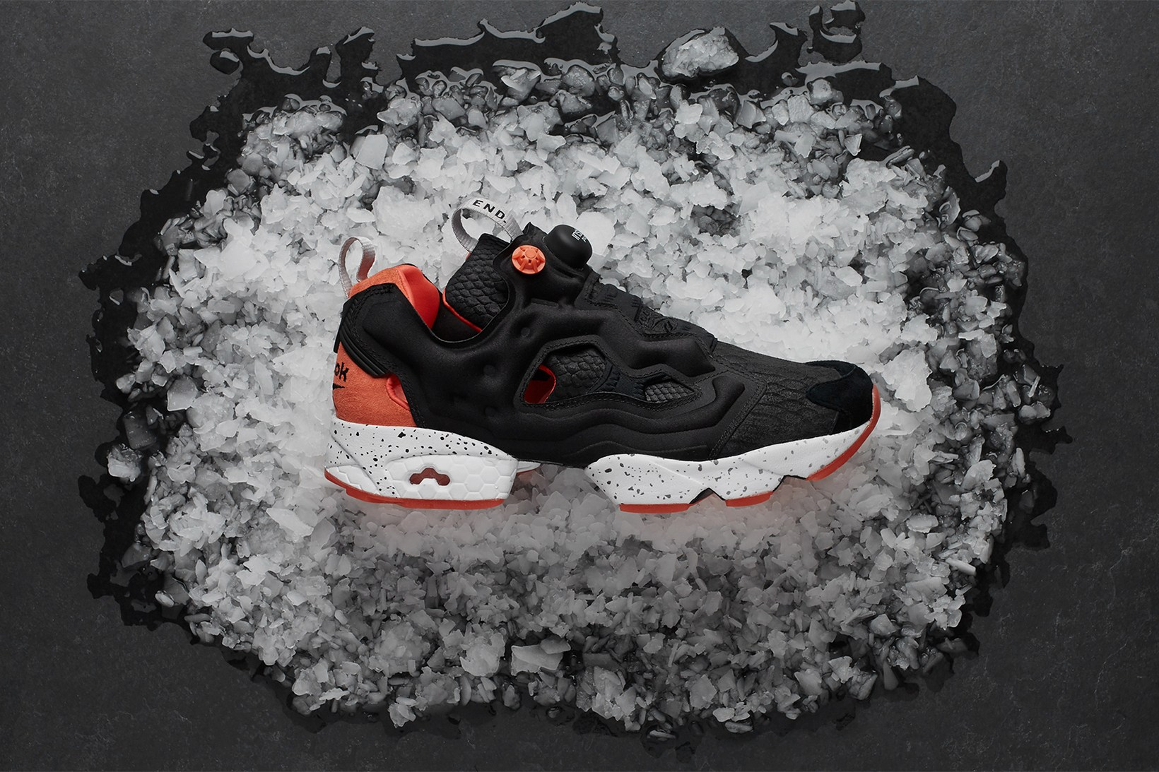 end-reebok-instapump-fury-black-salmon-1