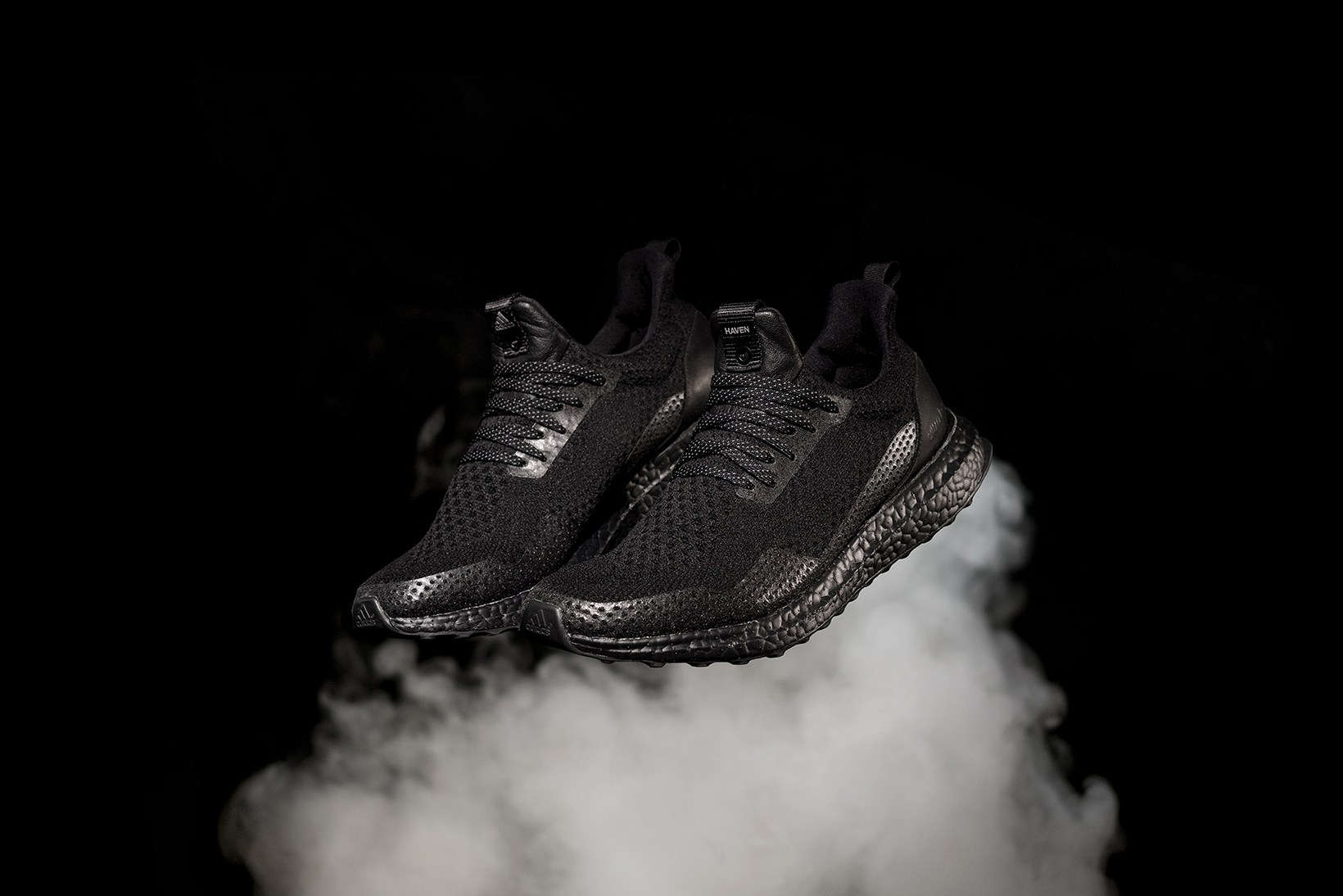 HAVEN x Adidas Consortium offrent une sublime « Triple Black » UltraBOOST