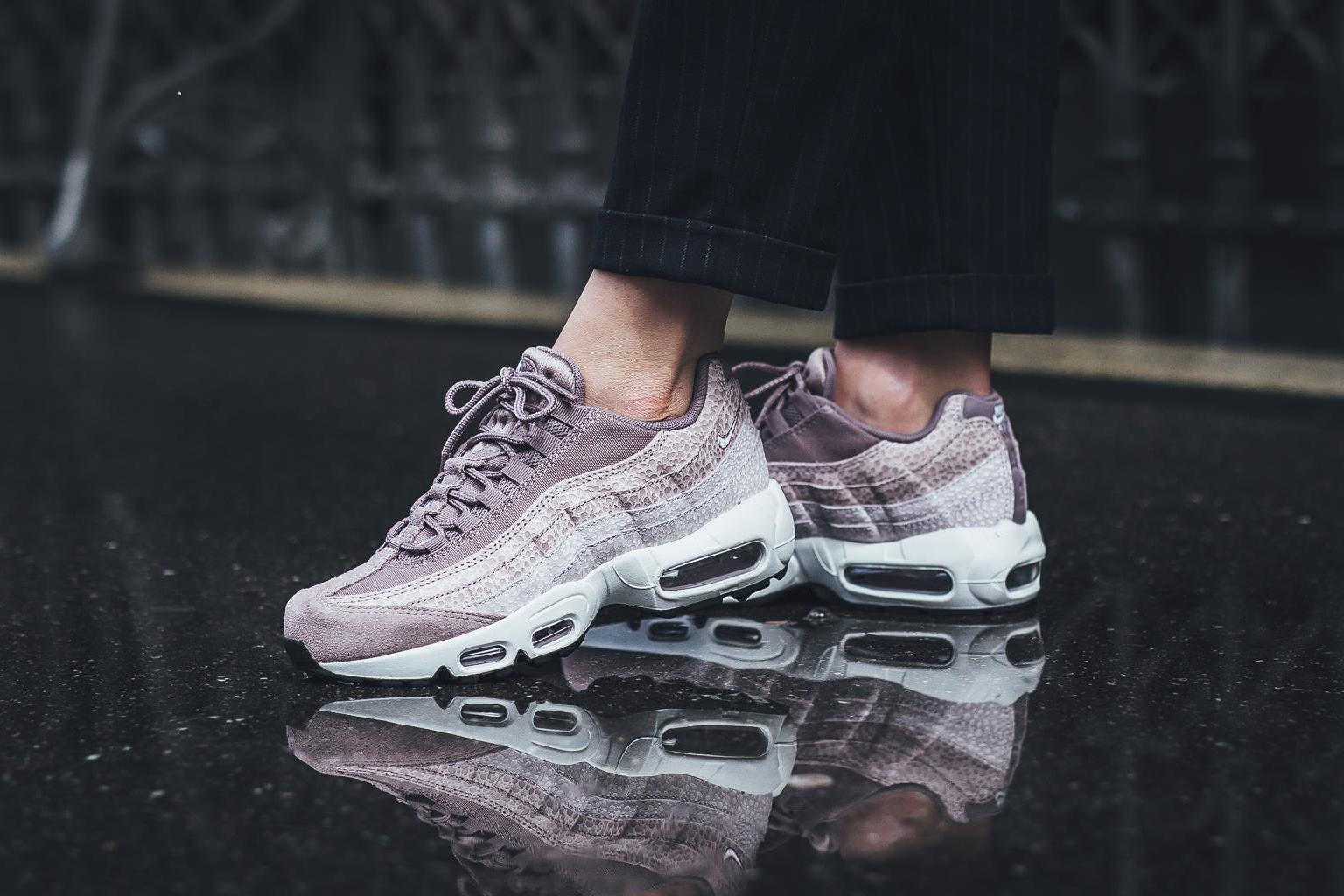 nike-air-max-95-premium-purple-smoke-1