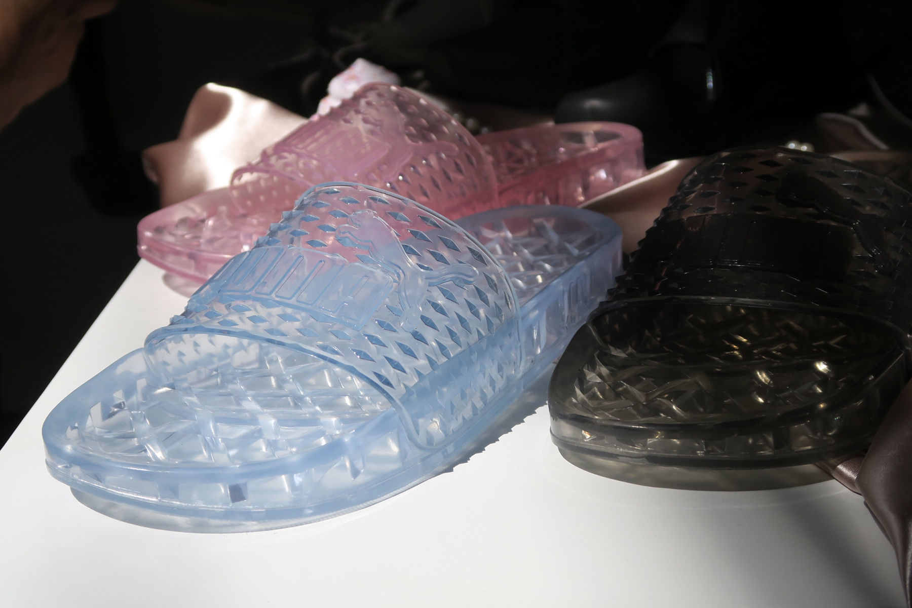 Découvrez les Fenty PUMA Jelly Slides by Rihanna