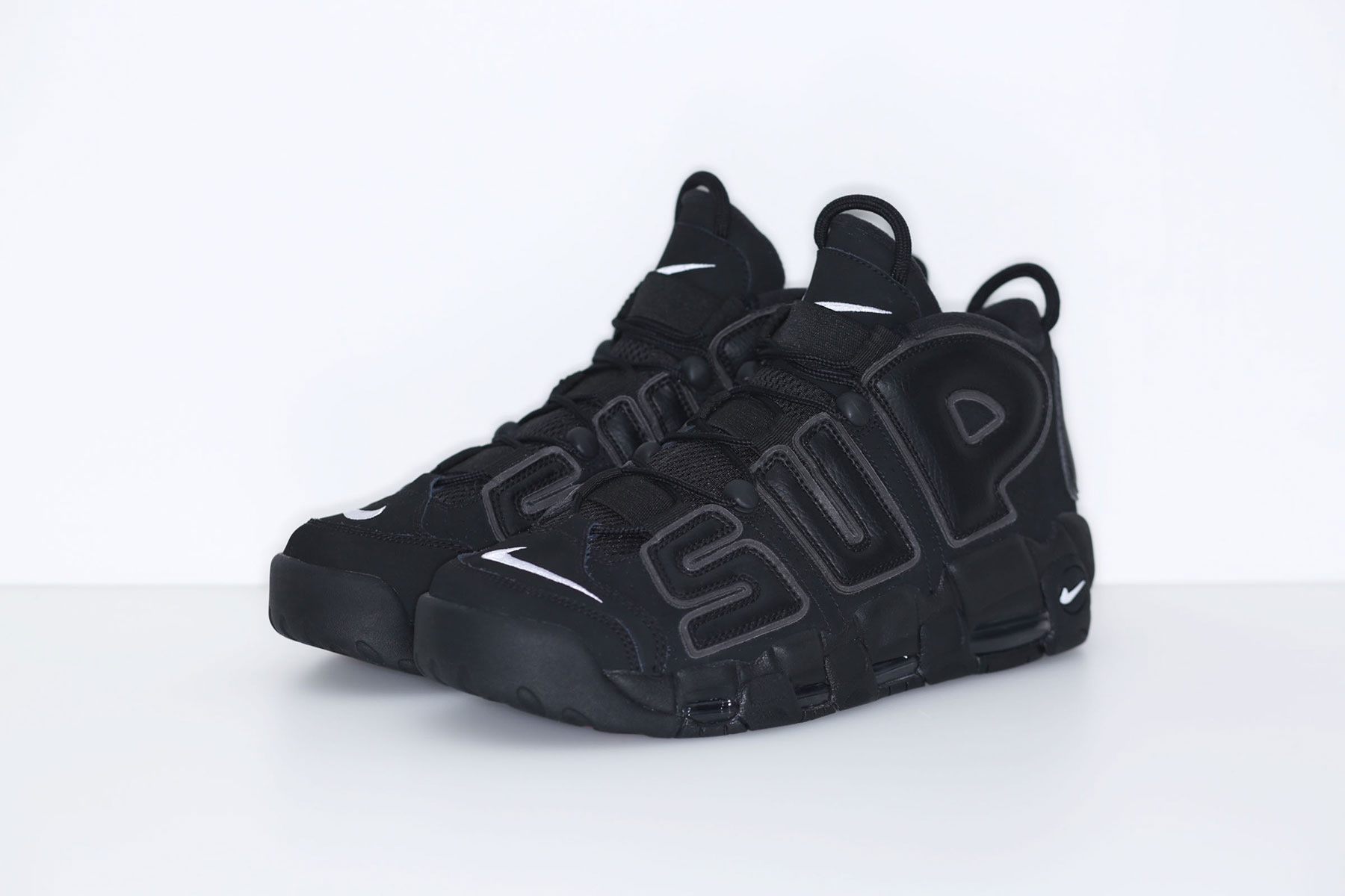 supreme-nike-air-more-uptempo-2017-spring-summer-black-6
