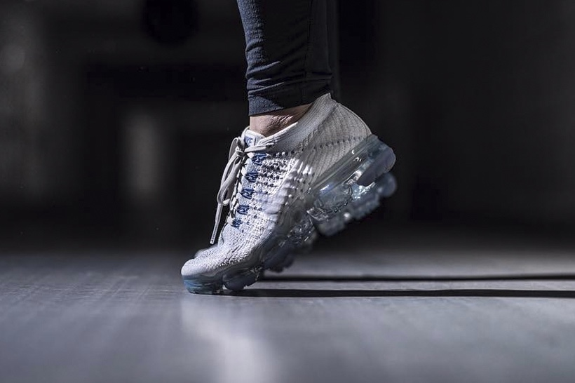 http---hypebeast.com-image-2017-04-nike-vapormax-white-blue-on-feet-2