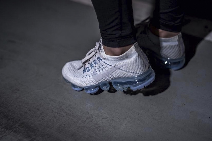 http---hypebeast.com-image-2017-04-nike-vapormax-white-blue-on-feet-3
