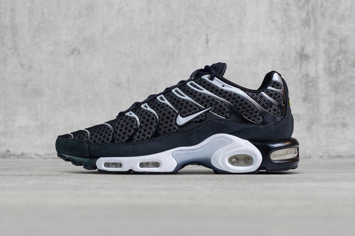 nikelab-air-max-plus-black-1-2