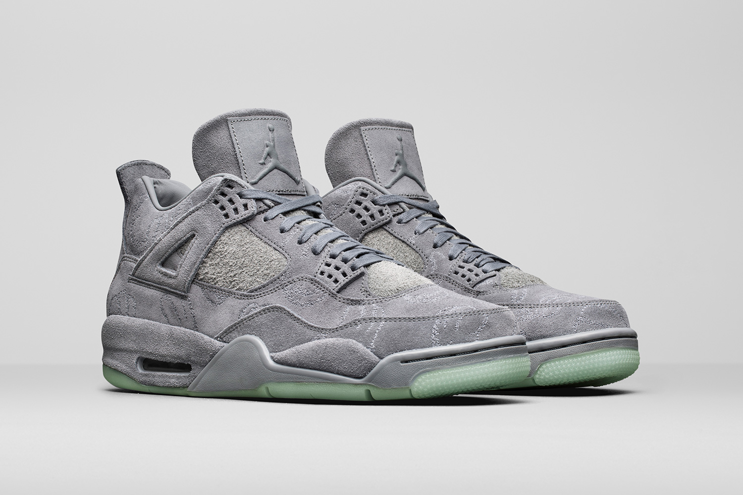 kaws-air-jordan-4-official-images-01