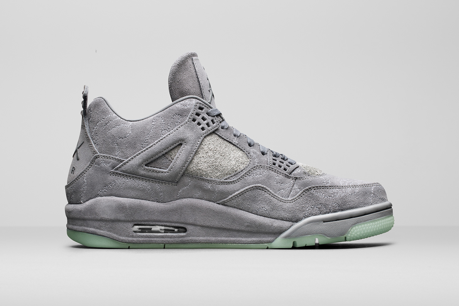 kaws-air-jordan-4-official-images-02