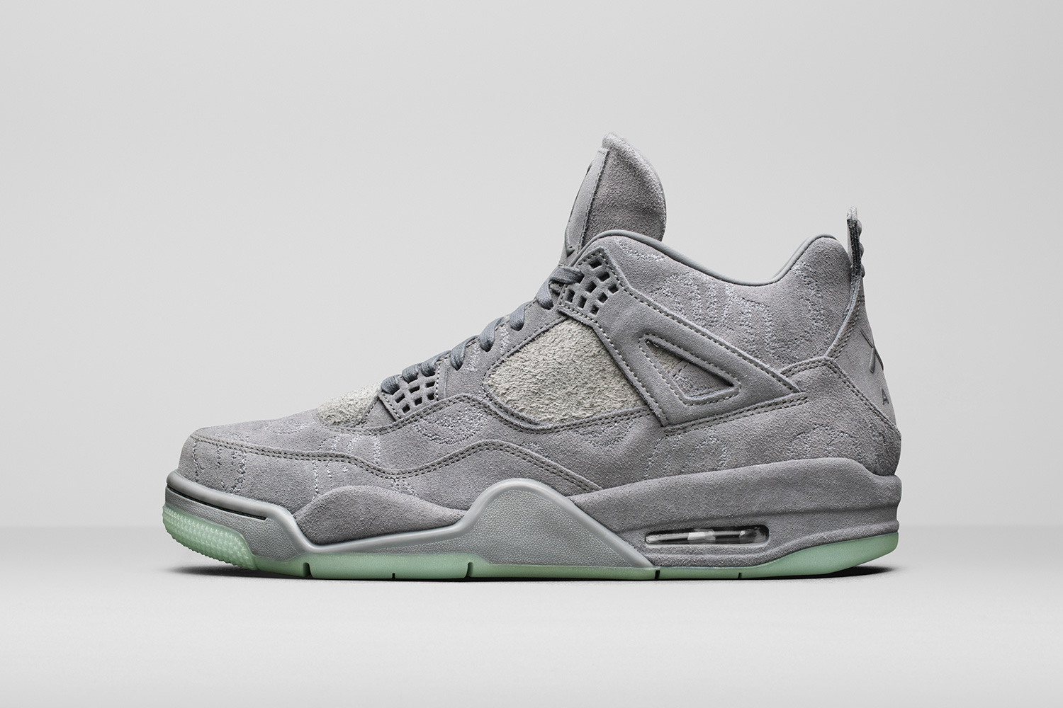 kaws-air-jordan-4-official-images-03