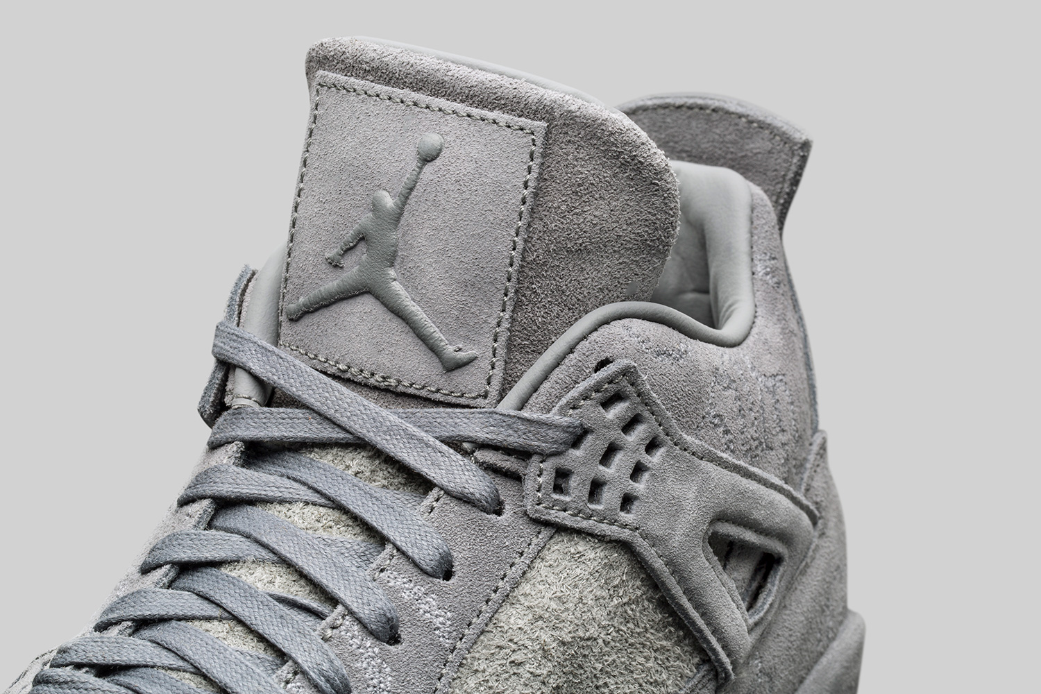kaws-air-jordan-4-official-images-07