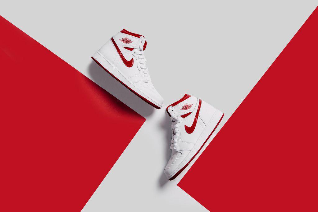 Nike nous prépare la sortie de la Air Jordan 1 Retro High OG en rouge métallique