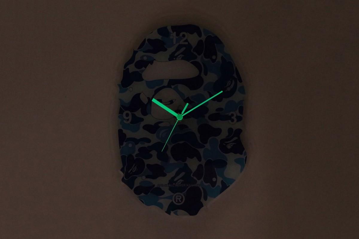 BAPE sort des horloges camo phosphorescentes
