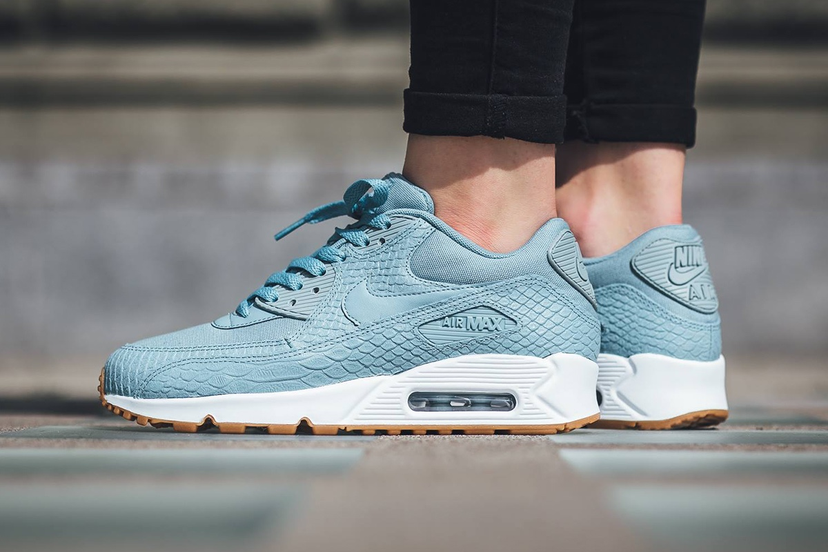 La Nike Air Max 90 Premium revient en bleu pastel version croco