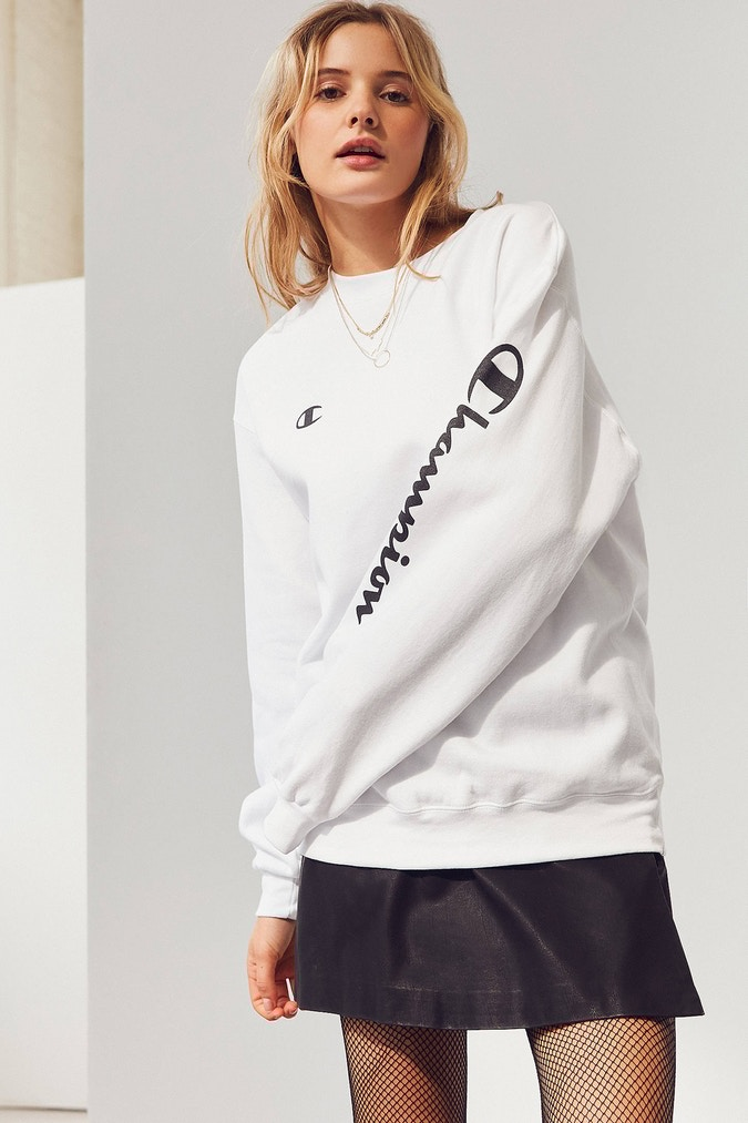 Craquez pour ce sweatshirt Urban Outfitters X Champion ultra cosy
