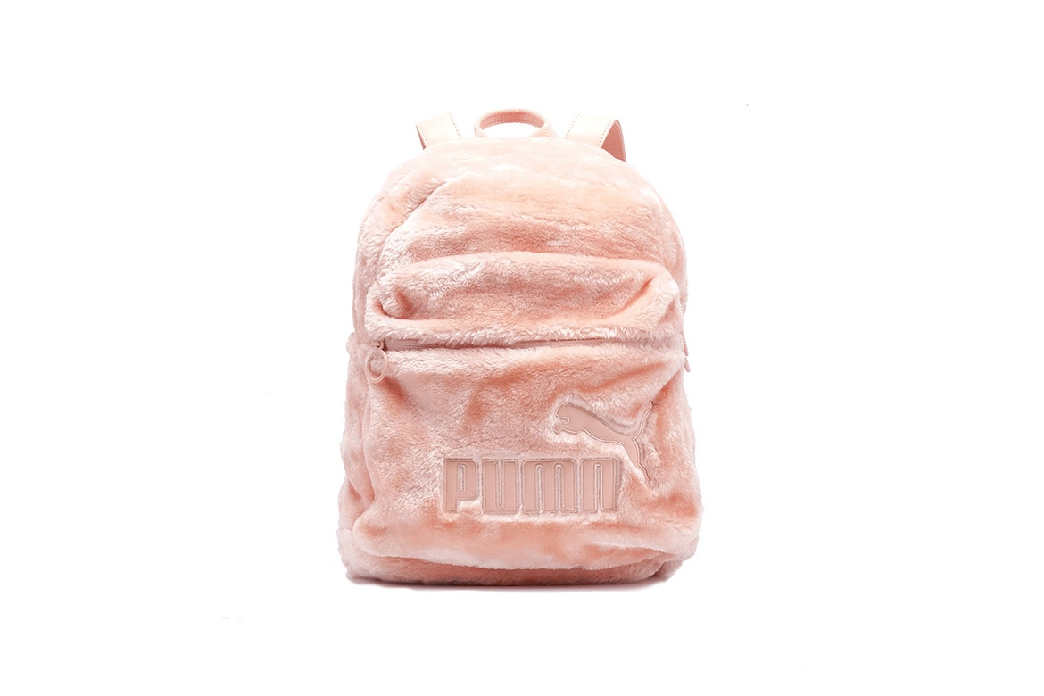 http-bae.hypebeast.comfiles201707puma-fur-pouch-backpack-scallop-shell-black-22