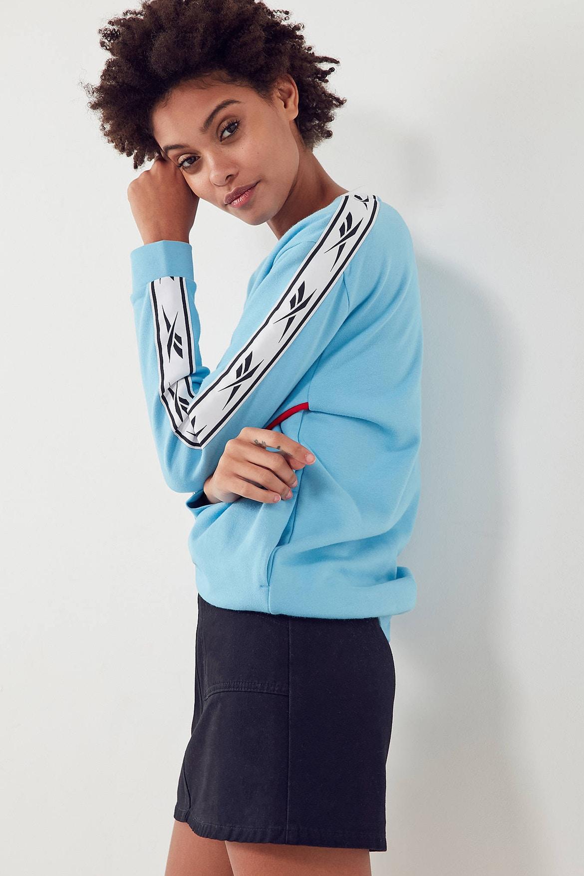 http-bae.hypebeast.comfiles201707reebok-urban-outfitters-vector-sweatshirt-blue-1
