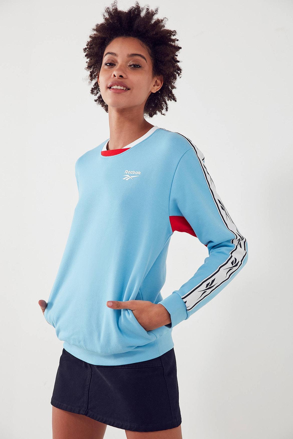 http-bae.hypebeast.comfiles201707reebok-urban-outfitters-vector-sweatshirt-blue-2