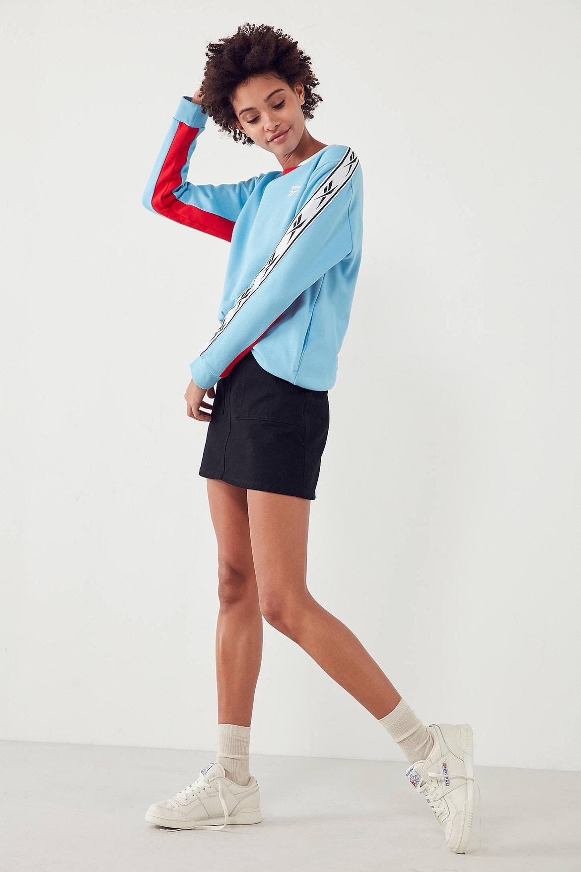 http-bae.hypebeast.comfiles201707reebok-urban-outfitters-vector-sweatshirt-blue-3