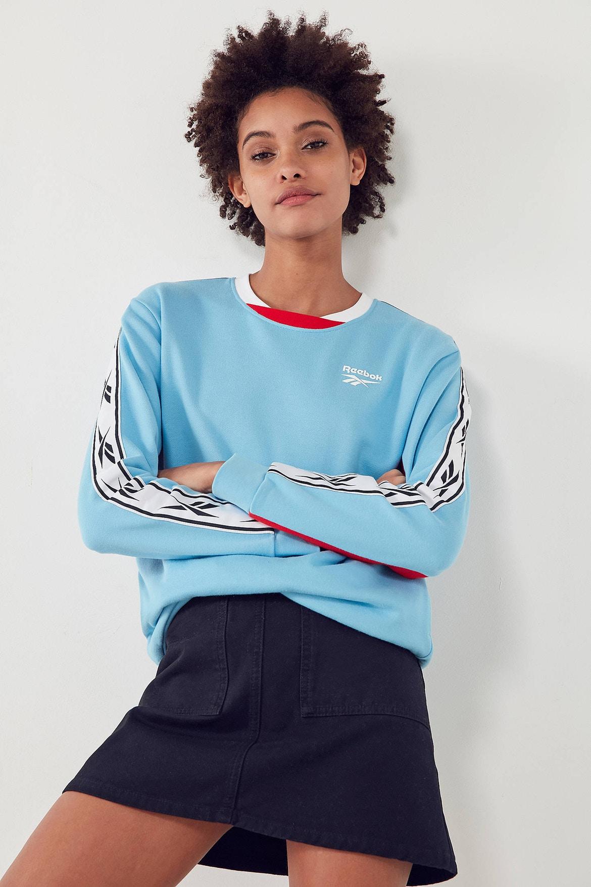 http-bae.hypebeast.comfiles201707reebok-urban-outfitters-vector-sweatshirt-blue-4