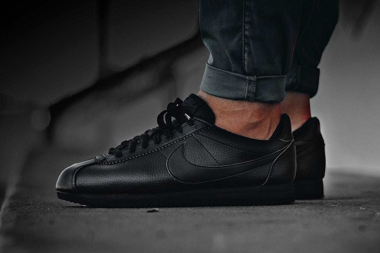 dbb91a2a7d9 La Cortez de Nike revient tout en noir et en cuir