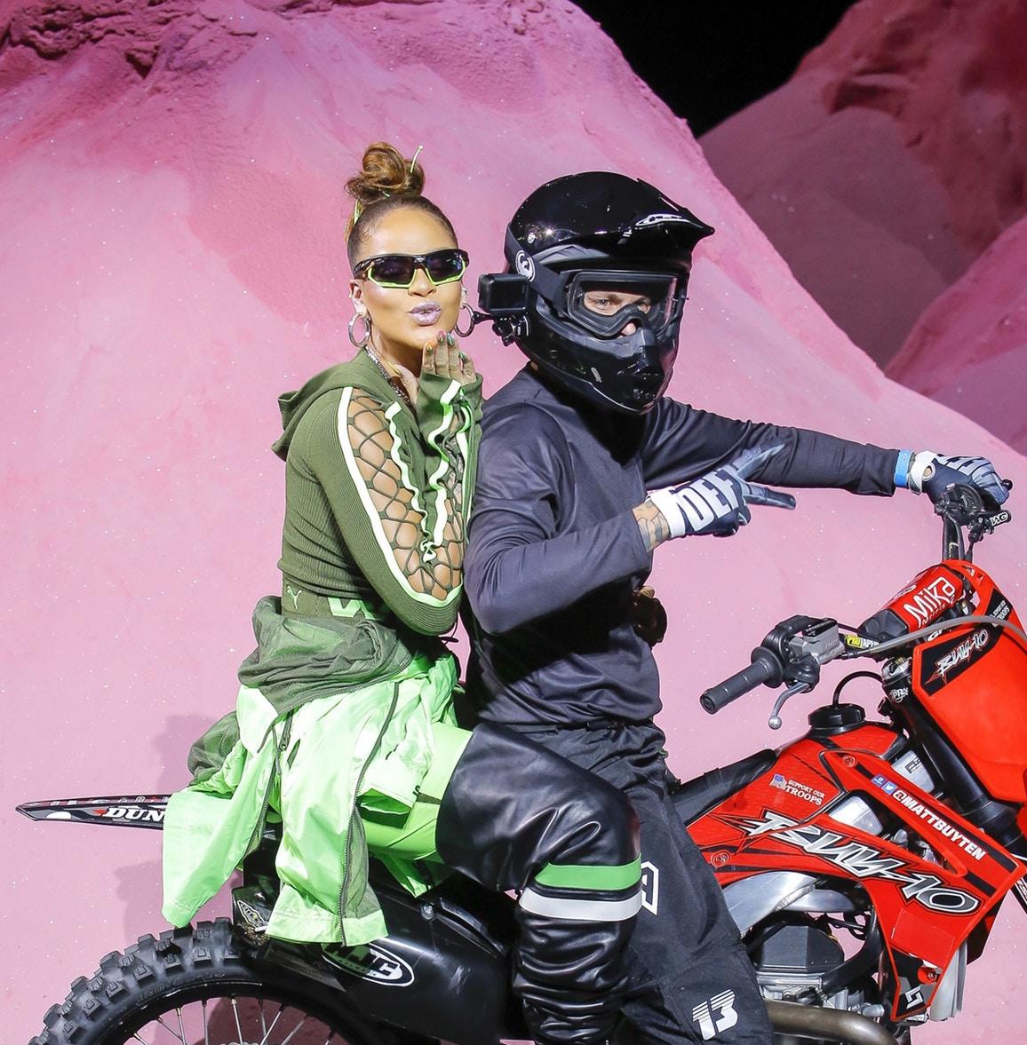 Une motocross s'invite sur le show Fenty by Rihanna