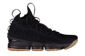 La Nike LeBron 15  dans une nouvelle itération «Black Gum»