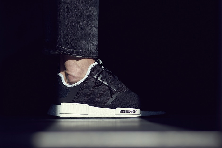 ea6864dc5675a La paire The INVINCIBLE x NEIGHBORHOOD x adidas NMD R1 a enfin une ...