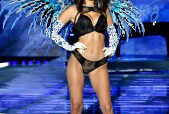 Les Looks du défilé Victoria Secret à Shangai