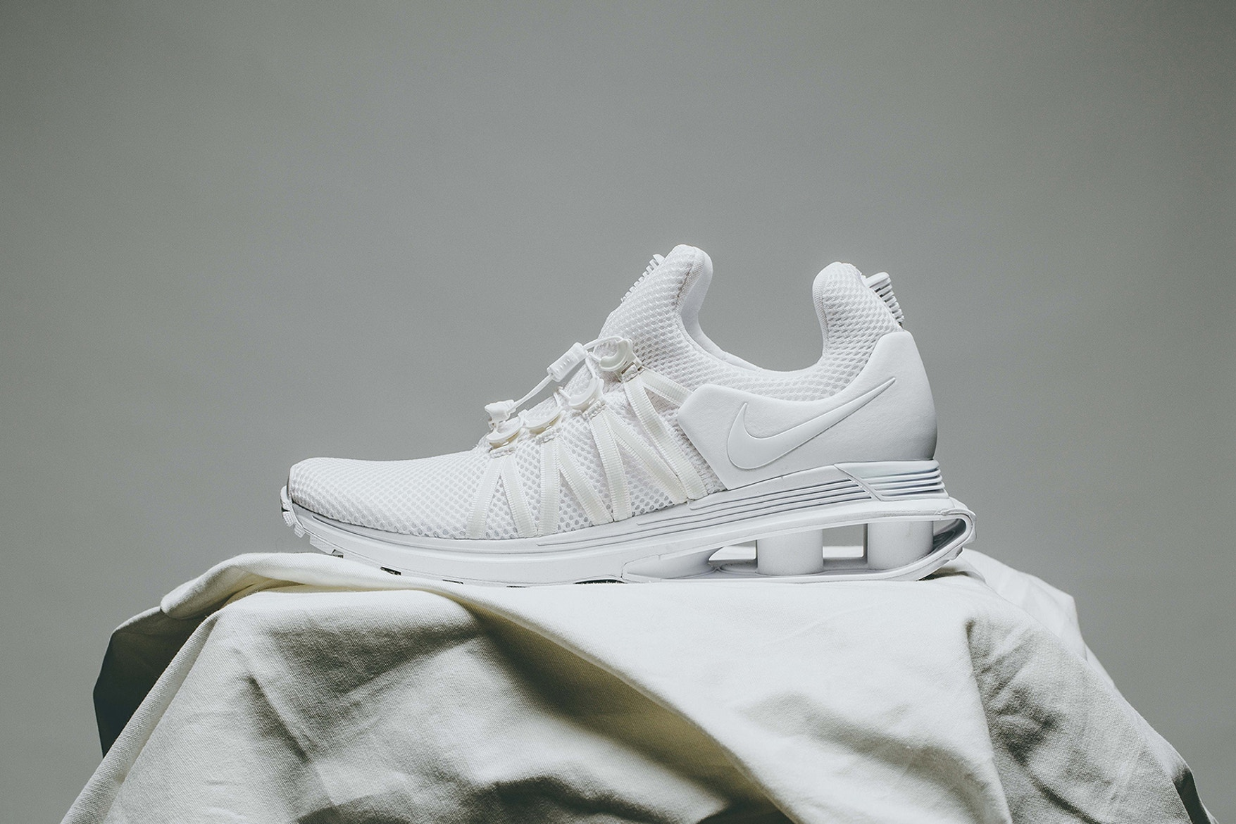 nike-shox-gravity-triple-white-01 (1)