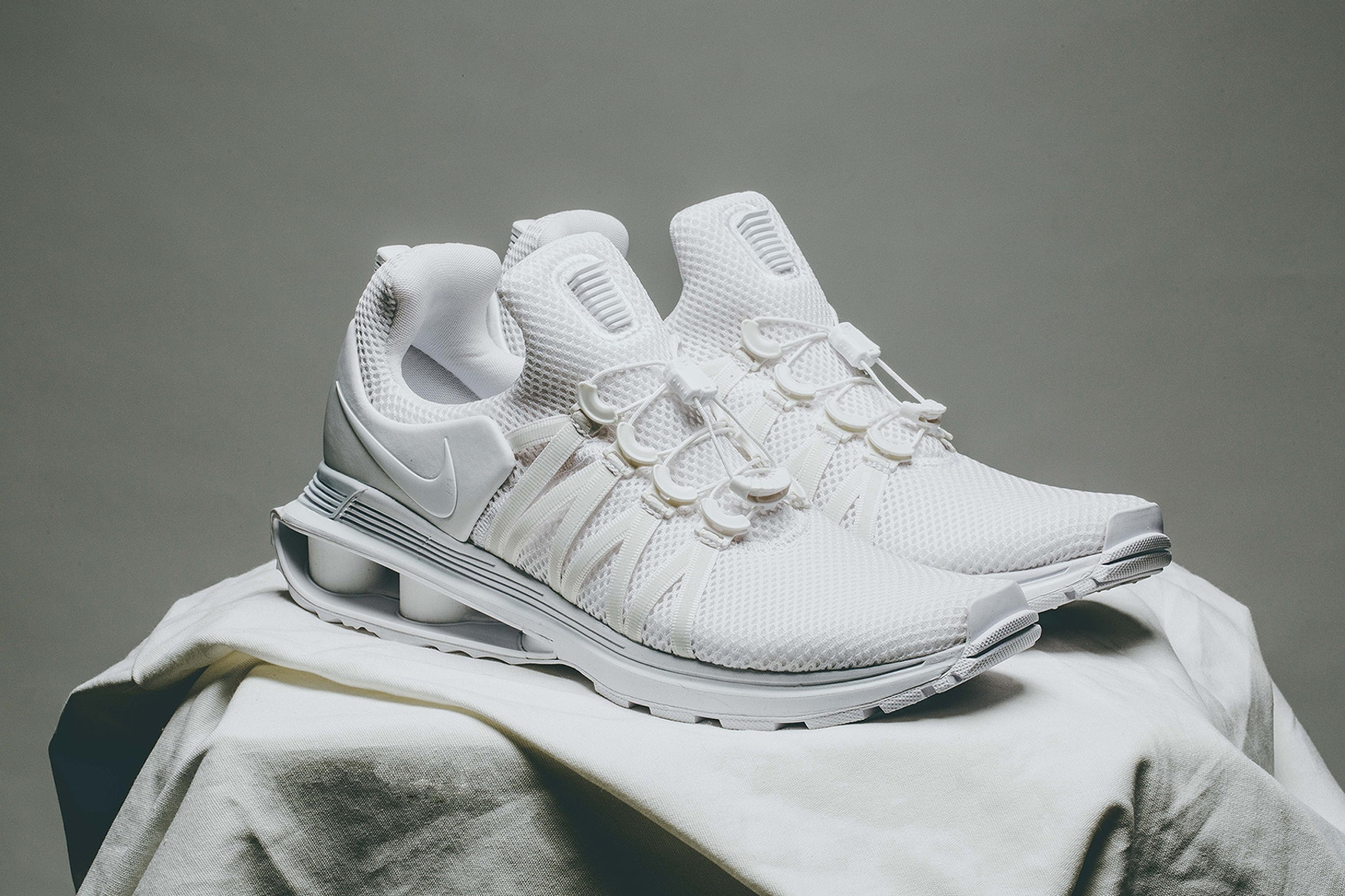 nike-shox-gravity-triple-white-02 (1)