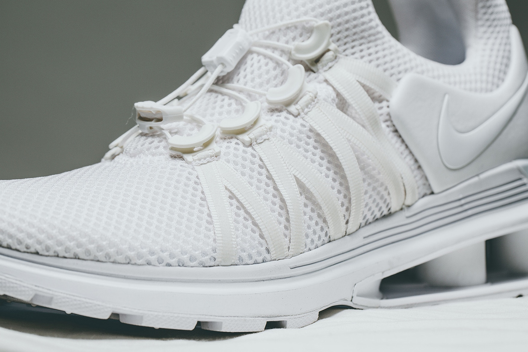 nike-shox-gravity-triple-white-04