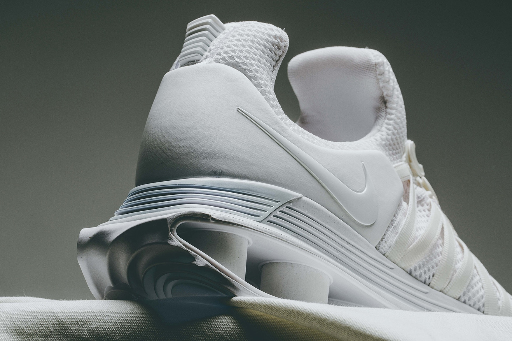 nike-shox-gravity-triple-white-05