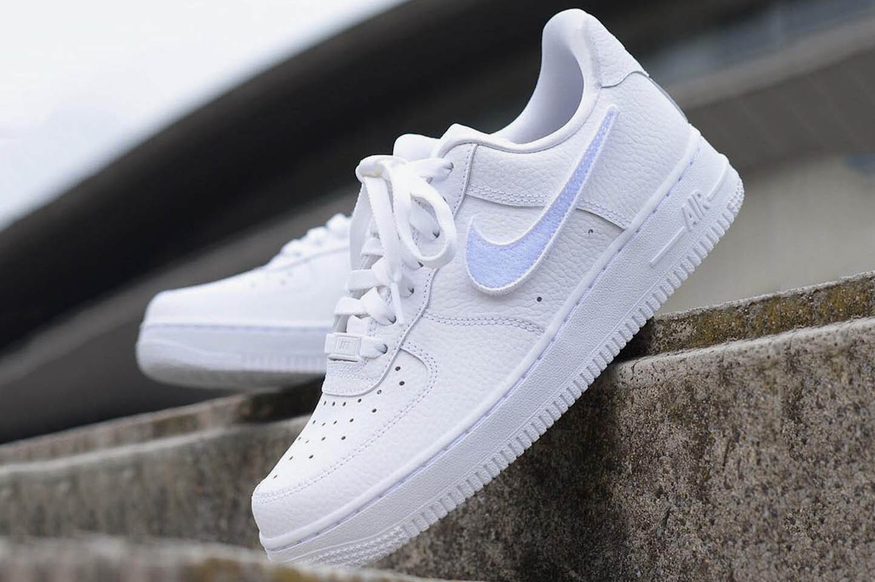 photos officielles d4f2f 66a6b Nike relance les Velcro Swooshes sur sa Air Force 1-100