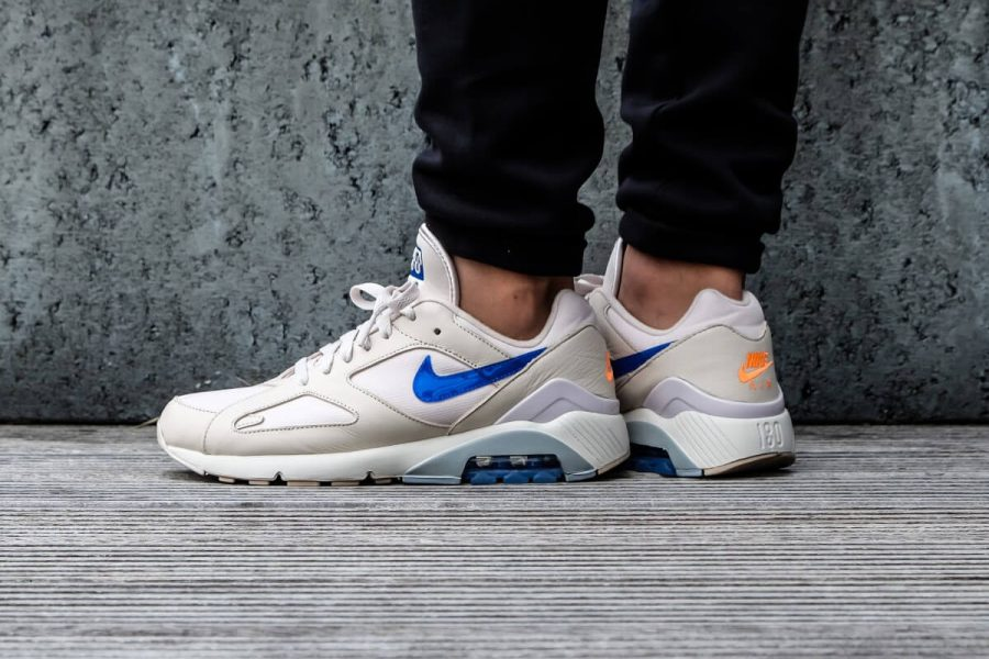La Nike Air Max 180 s'habille en « Racer Blue / Total Orange »