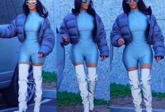 Kim Kardashian se balade dans les rues de Los Angeles avec la prochaine collection Yeezy !