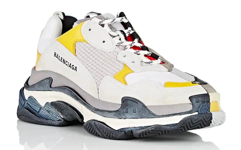 Balenciaga réinvente la Triple S dans un modèle 50/50
