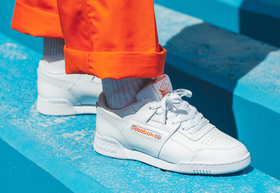 "La silhouette Reebok Workout Plus MU est de retour en ""White/Bright Lava Orange"""