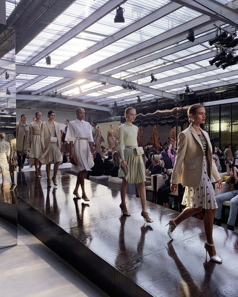 burberry_spring_summer_2019_show_finale_001_0