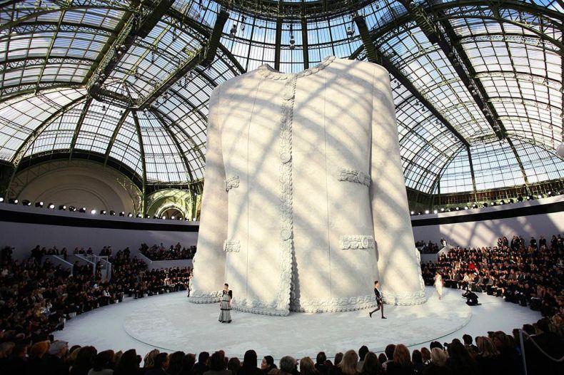 Le faste des décors des défilés Chanel